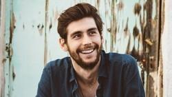 Listen to popular Alvaro Soler songs for free.